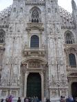 Avvicinatevi al portone centrale del Duomo...