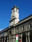 Sopra il palazzo svetta la Torre Civica con la campana che segnalava l'ora del coprifuoco e gli eventuali incendi