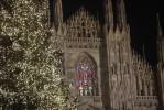 Duomo-di-Milano-vetrate-illuminate-a-Natale-10