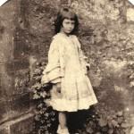 Tav.22-Alice-Liddell-col-vestito-bello-Christ-Church-Oxford-maggio-giugno-1858-599x600