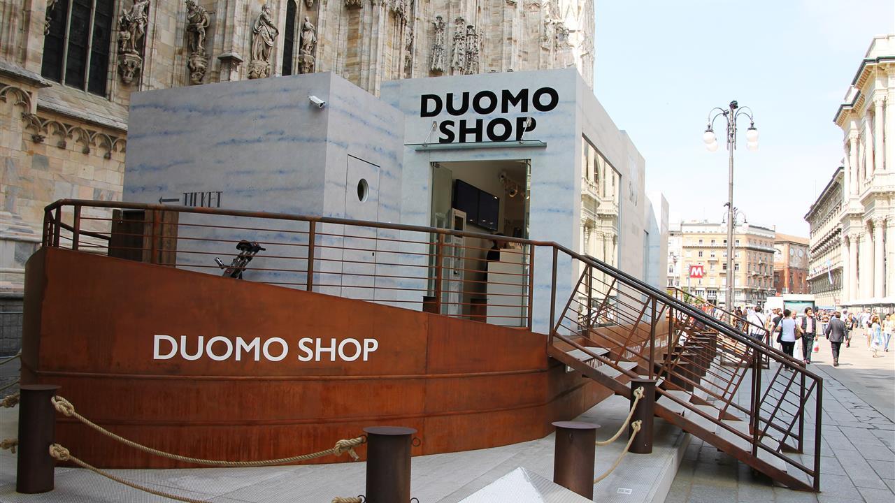 """2349b2c5acab5 un """"barcone"""" in piazza Duomo durante l Expo"""